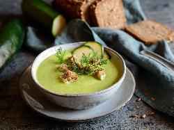 Крем супа от тиквички, картофи, моркови, копър, чесън, прясно мляко и крутони - снимка на рецептата